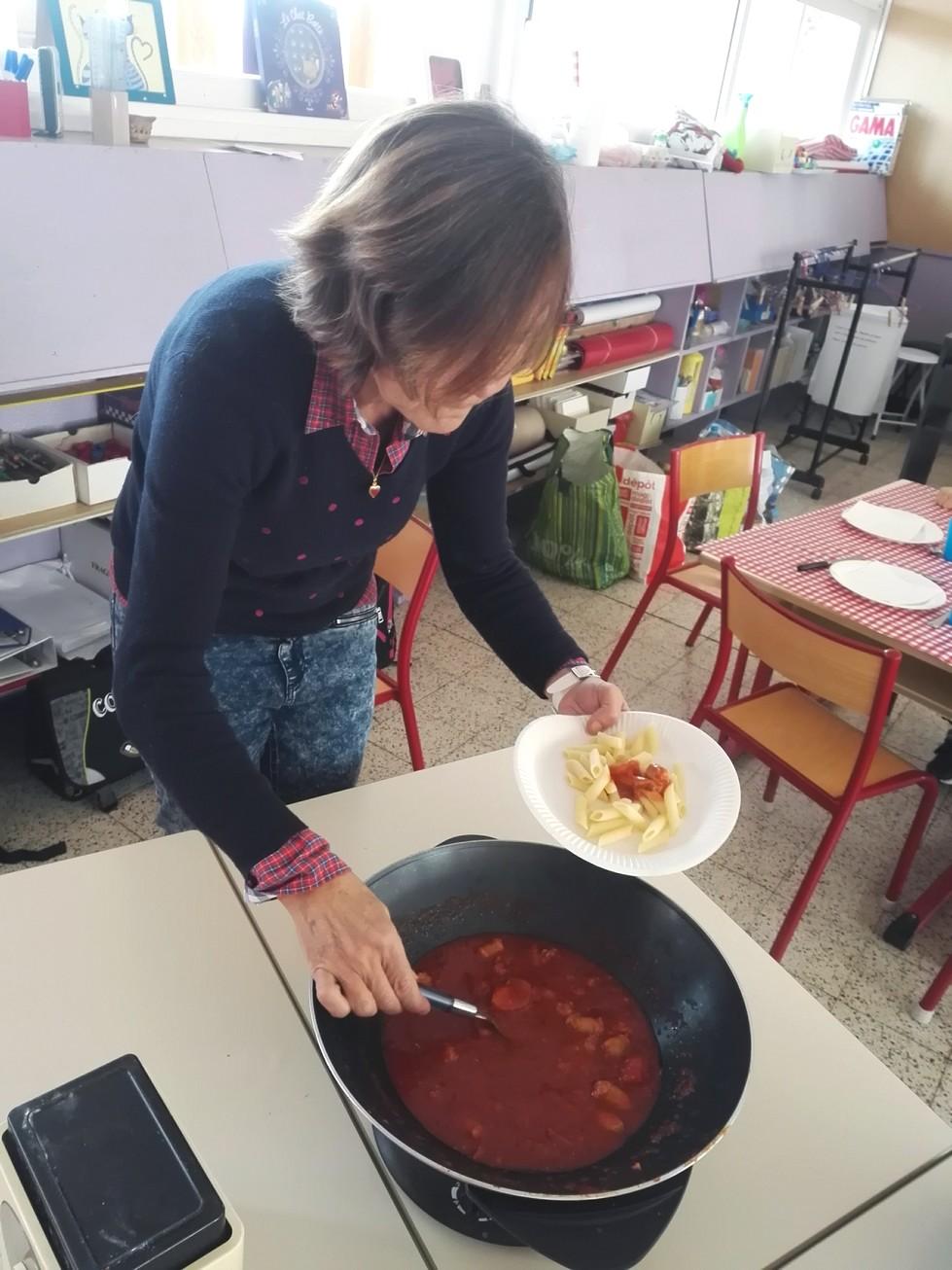 Les apc cuisine au cp ecole thorez wavrechain denain for Ecole cuisine lille